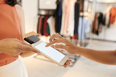 retail-mobile-pay-tablet